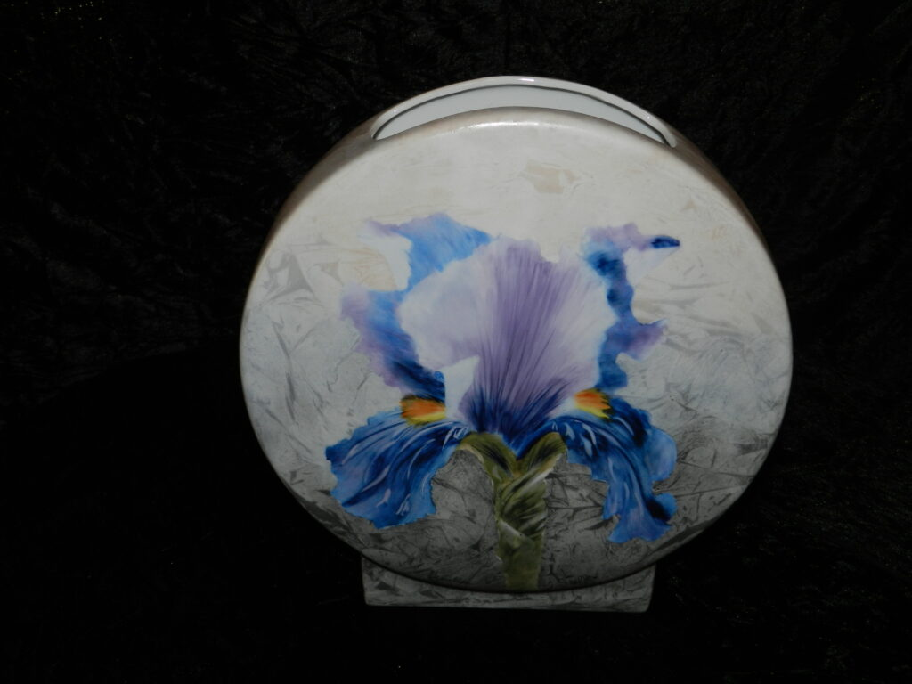 """Vase Saturne """" Iris """" peinture sur porcelaine"""